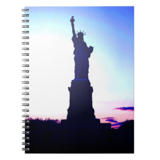 Puesta del sol azul de Nueva York - señora Liberty Libro De Apuntes Con Espiral
