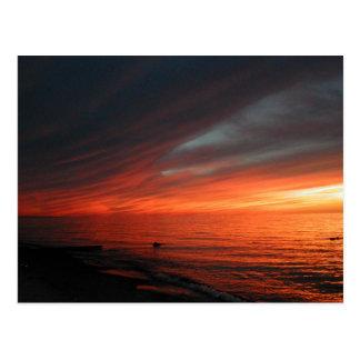 Puesta del sol bermellona 062907 postal