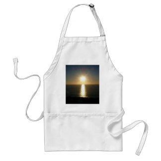 Puesta del sol Bigbury en el mar Delantales