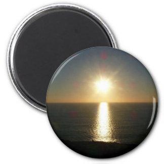 Puesta del sol Bigbury en el mar Imán