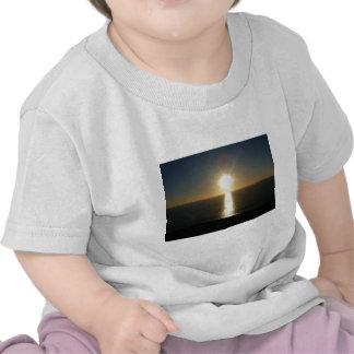 Puesta del sol Bigbury en el mar Camisetas