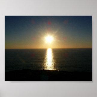Puesta del sol Bigbury en el mar Póster