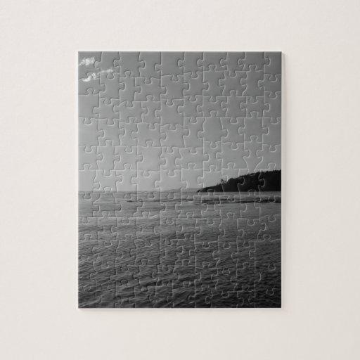 Puesta del sol blanco y negro del océano rompecabeza con fotos