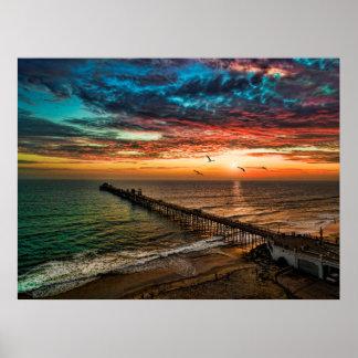 Puesta del sol cerca del embarcadero de la costa póster