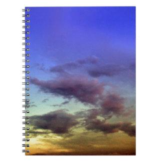 Puesta del sol/cielo y nubes de la salida del sol libros de apuntes