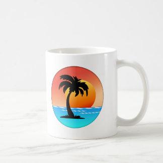 Puesta del sol circular de la palmera taza de café