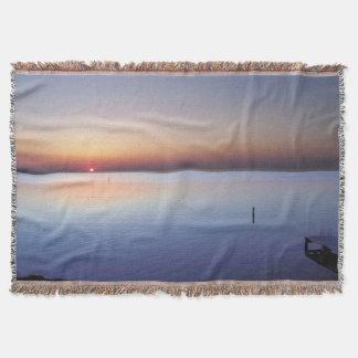 Puesta del sol colorida de la playa manta