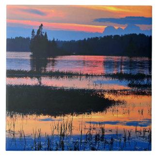 Puesta del sol colorida hermosa del lago azulejo cuadrado grande