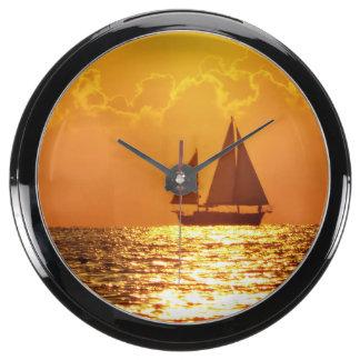 Puesta del sol con el barco reloj acuario