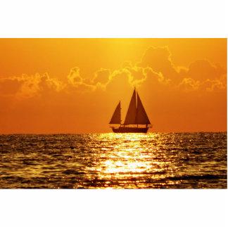 Puesta del sol con el barco esculturas fotográficas