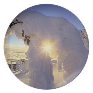 Puesta del sol con el Snowghosts en la montaña gra Platos Para Fiestas