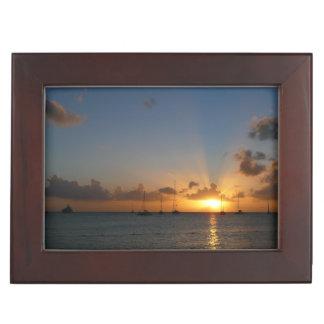 Puesta del sol con la foto tropical del paisaje de caja de recuerdos