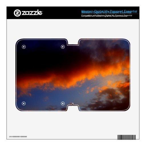 Puesta del sol con las nubes anaranjadas y el ciel WD my passport skins