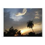 Puesta del sol con las nubes anuncios
