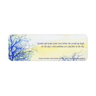 Puesta del sol con los árboles azules etiqueta de remite