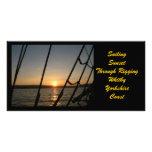 Puesta del sol con photocard del aparejo tarjetas fotograficas