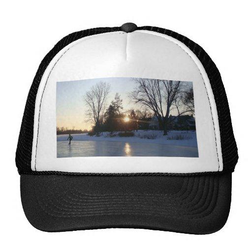 Puesta del sol congelada del lago gorras de camionero
