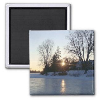Puesta del sol congelada del lago imán cuadrado
