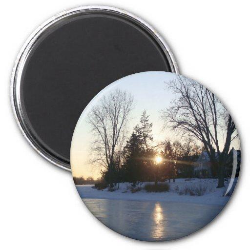 Puesta del sol congelada del lago imán redondo 5 cm
