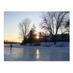Puesta del sol congelada del lago postales