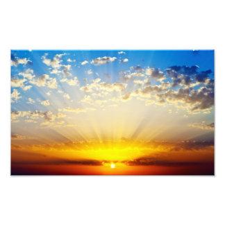 Puesta del sol crepuscular hermosa con las nubes e arte fotografico