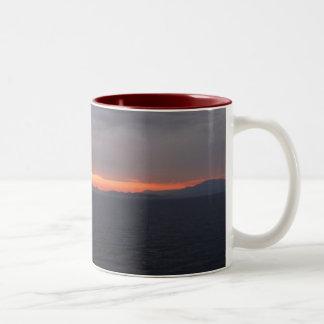 Puesta del sol de Alaska de la travesía Taza De Café