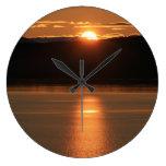 Puesta del sol de Alaska - reflejando del océano Reloj Redondo Grande