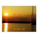 Puesta del sol de Avalon Tarjetas Postales