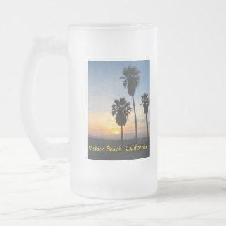 Puesta del sol de California de la playa de Veneci Tazas De Café