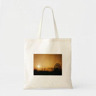 Puesta del sol de Coney Island en la rueda de la m