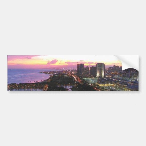 Puesta del sol de Hawaii del paisaje urbano de Hon Pegatina De Parachoque