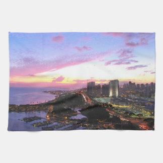 Puesta del sol de Hawaii del paisaje urbano de Hon Toallas