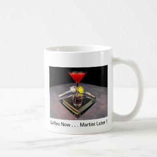 ¡Puesta del sol de Hermosa - café ahora… Martini Taza Clásica