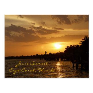 Puesta del sol de junio en el coral del cabo, la postal