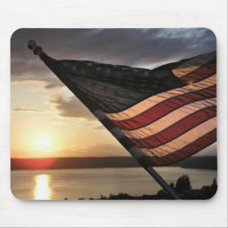 Puesta del sol de la bandera americana tapetes de ratón