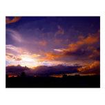 Puesta del sol de la ciudad tarjeta postal