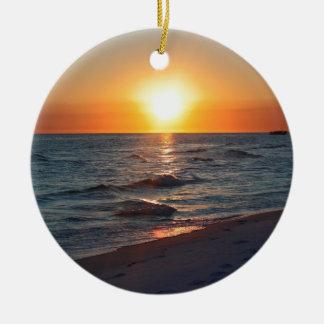 Puesta del sol de la Costa del Golfo de la Florida Adorno Navideño Redondo De Cerámica