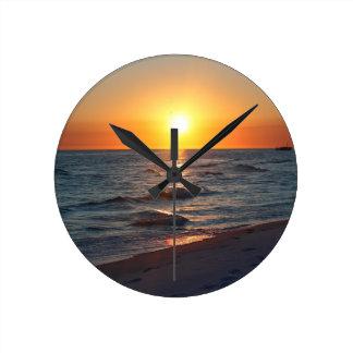 Puesta del sol de la Costa del Golfo de la Florida Reloj Redondo Mediano
