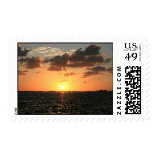 puesta del sol de la Florida sobre la isla del río Envio