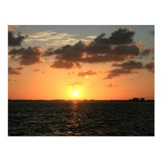 puesta del sol de la Florida sobre la isla del río Tarjetas Postales