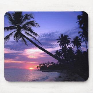Puesta del sol de la isla tapetes de ratones