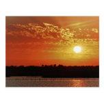 Puesta del sol de la laguna, el 31 de diciembre de postal