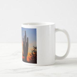 Puesta del sol de la Luna Llena del Saguaro Tazas