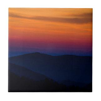 Puesta del sol de la montaña azulejo cuadrado pequeño
