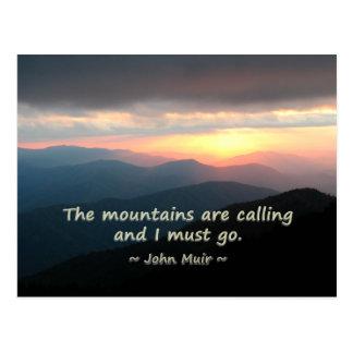 Puesta del sol de la montaña: Mtns que llama la Postal