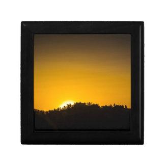 Puesta del sol de la montaña rocosa cajas de regalo
