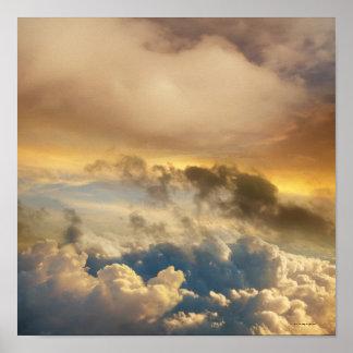 Puesta del sol de la mucha altitud póster