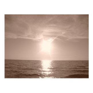 Puesta del sol de la nostalgia sobre el lago Erie Tarjeta Postal