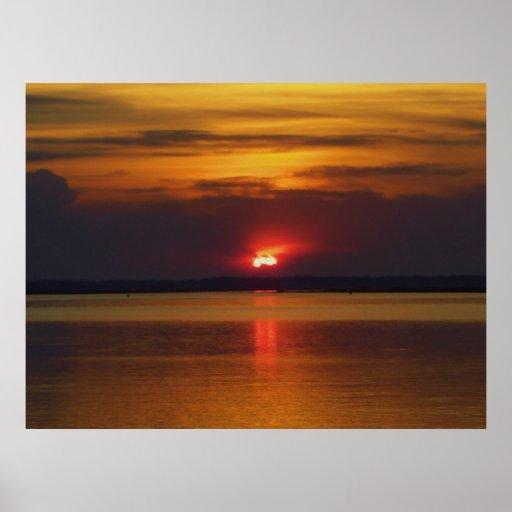Puesta del sol de la orilla posters