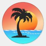 Puesta del sol de la palmera etiqueta redonda
